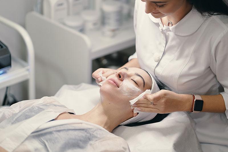 Tratamientos de una limpieza facial | Centro de estética Albacete
